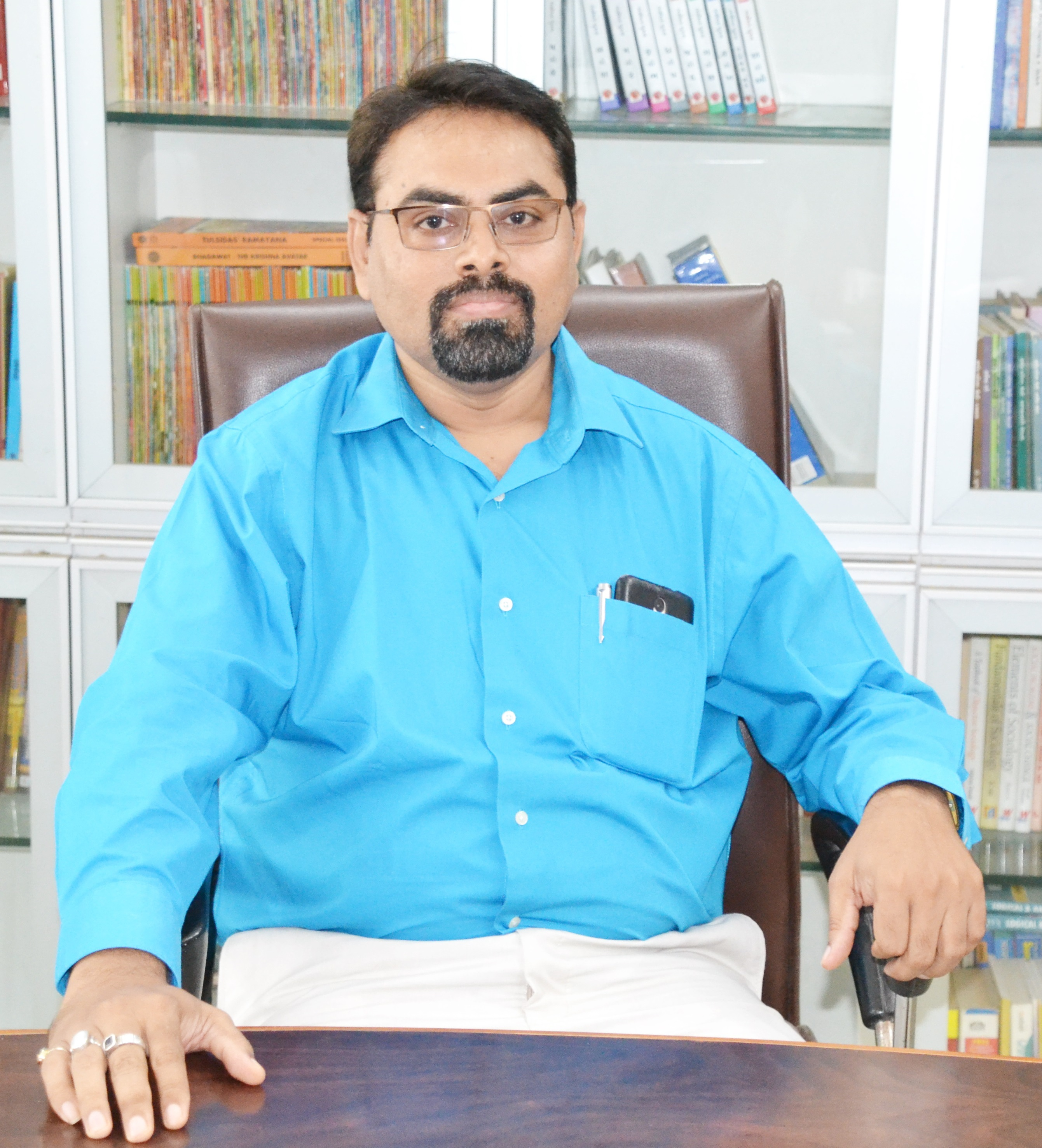 Dr. Harshad Chauhan : Asst. Professor (Hindi)