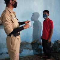 दीव कॉलेज,दीव के NCC UNIT -8 Gujarat Battalion Junagadh के छात्रों द्वारा गावों में मास्क एवं कोरोना वेकसिन के लिए लोगों को जाग्रत करते हुए।